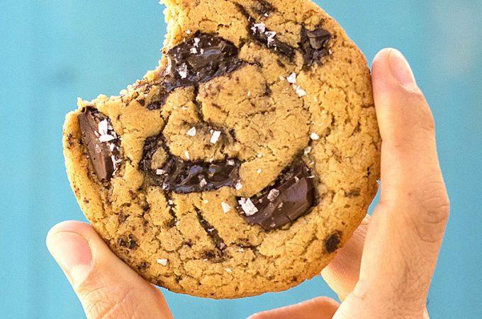 Vegan olive oil and tahini chocolate chunk cookies f