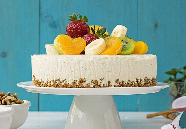 Greek yogurt, honey & white chocolate mousse cake f