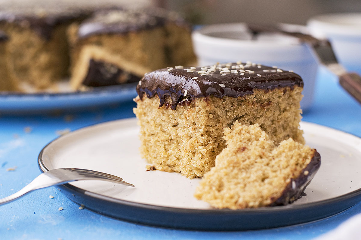 Vegan olive oil cake (Fanouropita) with tahini ganache 4