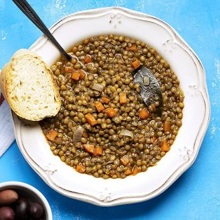 Easy Greek brown lentil soup (vegan) feat