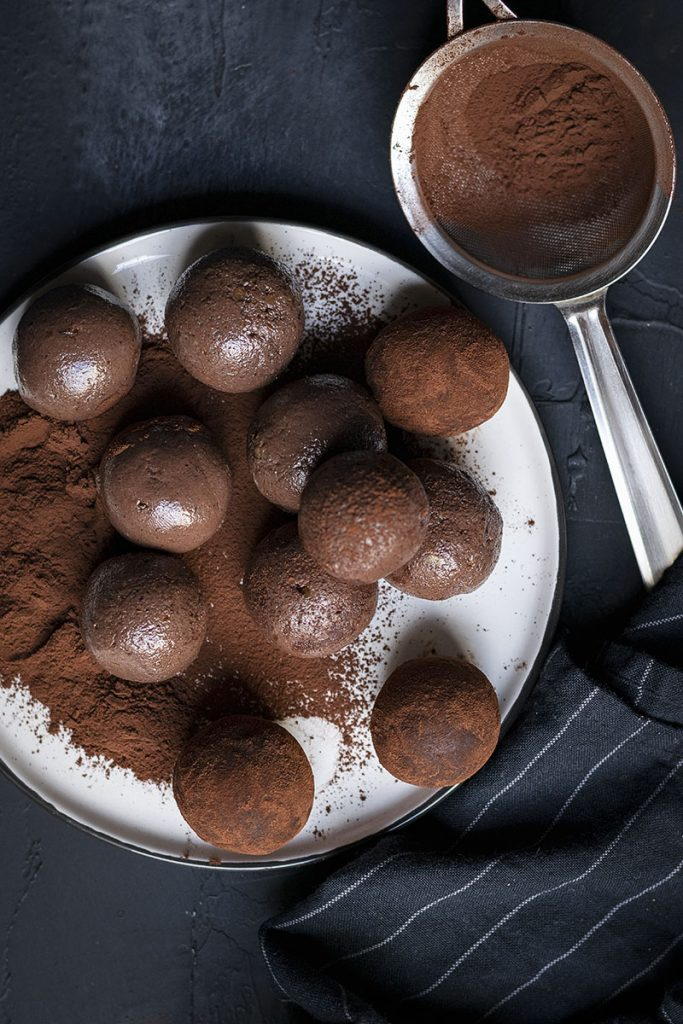 Chocolate truffle energy balls (Vegan) 3
