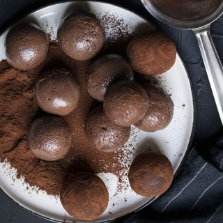 Fudgy chocolate truffle bliss balls (Vegan) feat.