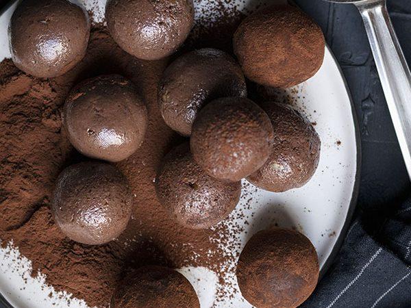 Fudgy chocolate truffle bliss balls (Vegan) feat.