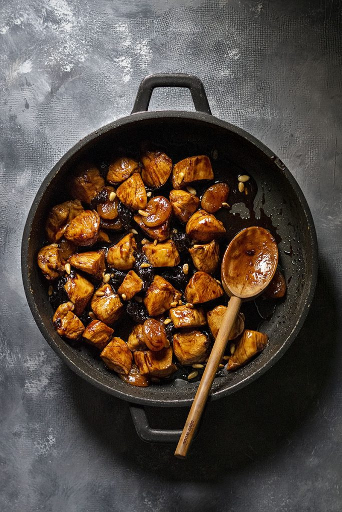 Healthy Honey-Balsamic skillet chicken with dried fruit 4