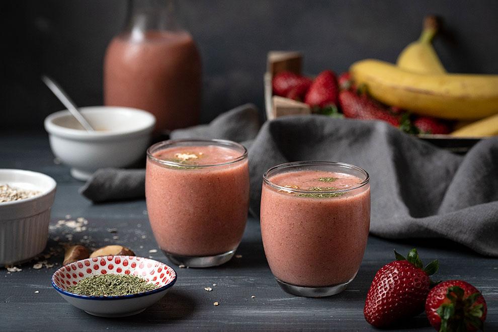 Banana strawberry smoothie recipe with adaptogens 3