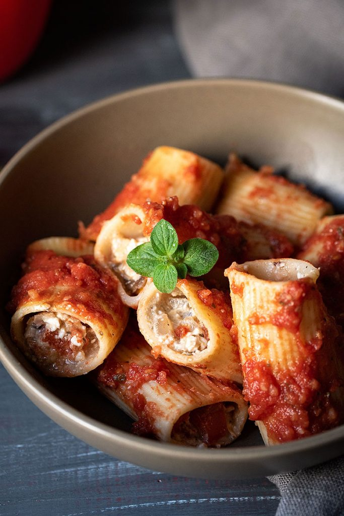 Paccheri (or manicotti) recipe with feta cheese and peppers 9
