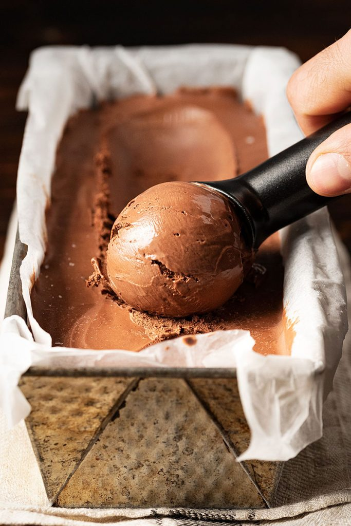 Best homemade chocolate ice cream recipe (no churn, no eggs) 4