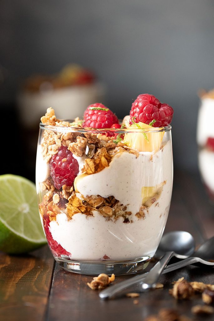 Yogurt parfait recipe with honey and fruits