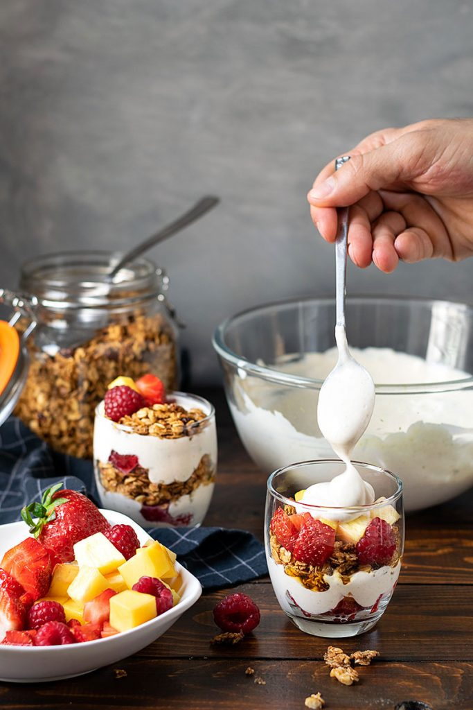 Yogurt parfait recipe with honey and fruits 3