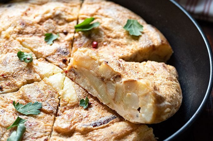 Spanish tortilla recipe (omelette with potatoes) feat