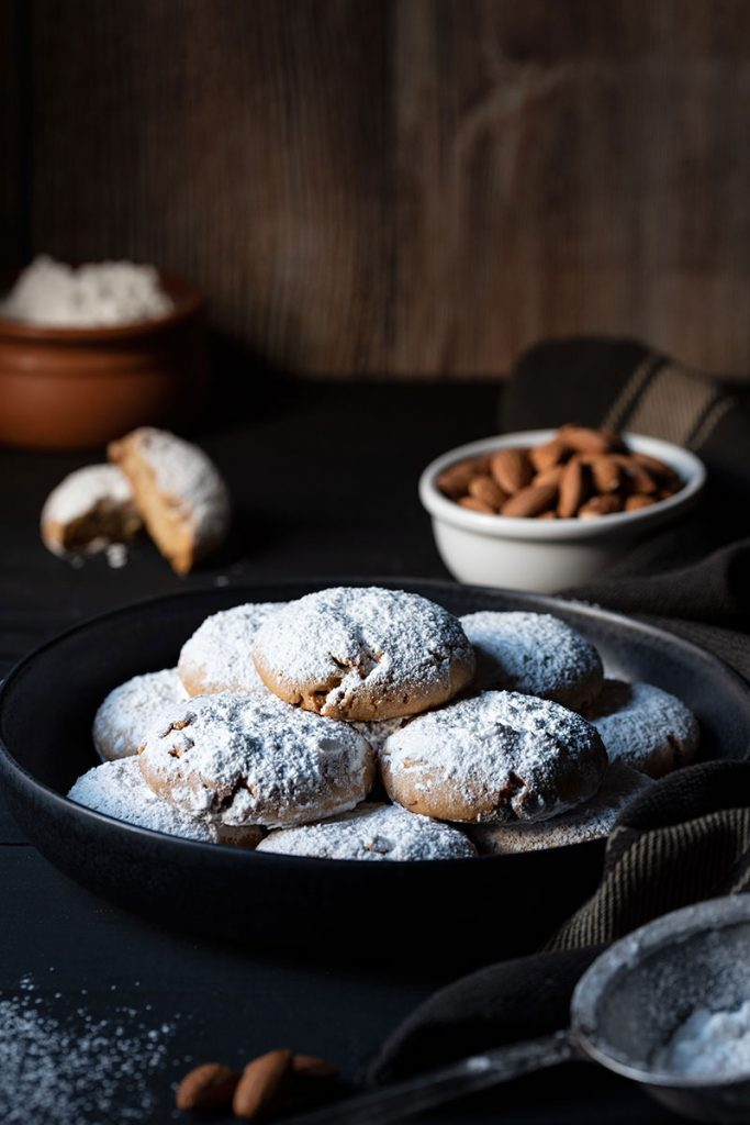 Snowball cookies recipe (Greek Kourabiedes) 1