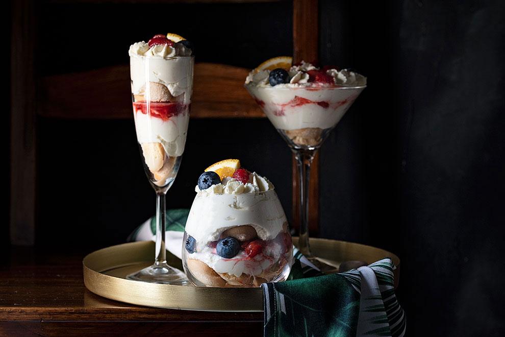 Trifle recipe with white chocolate cream and strawberries 4