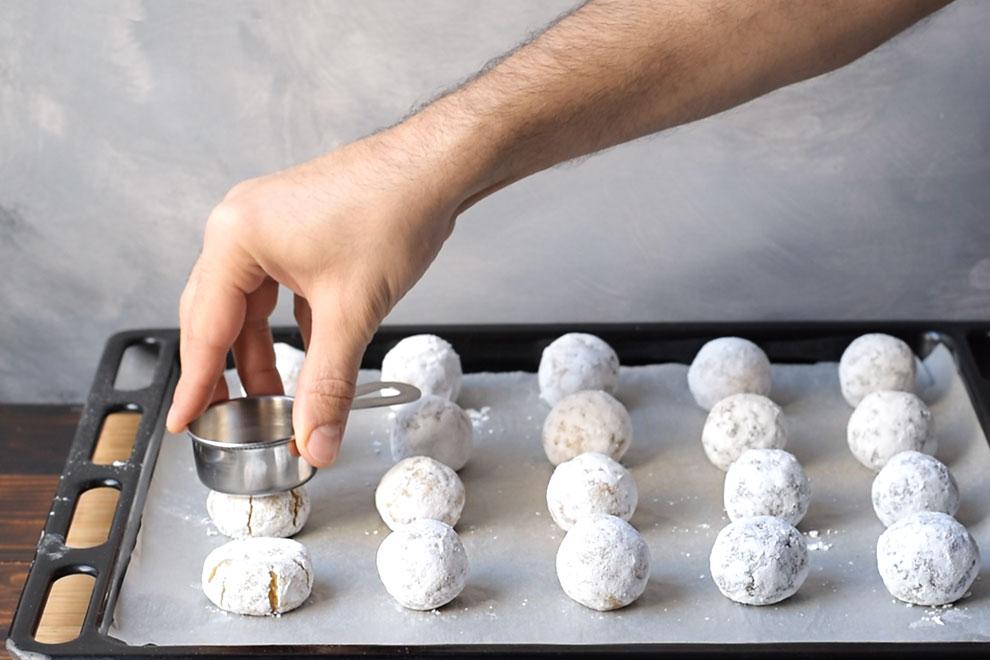 Italian almond cookies - soft amaretti 5